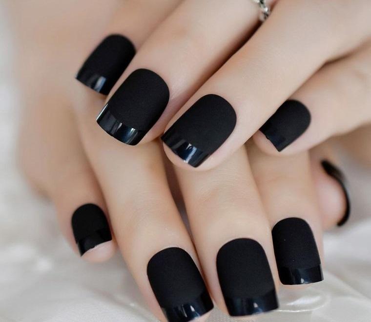 diseño de uñas negro brillo mate 2021