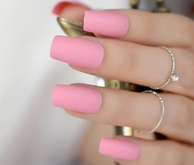 diseño de uñas rosa sutil 2021