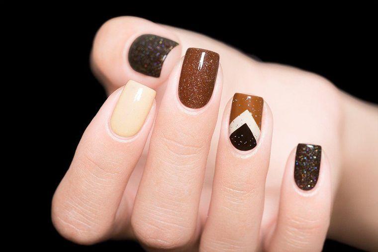 diseño de uñas tonos chocolate 2021