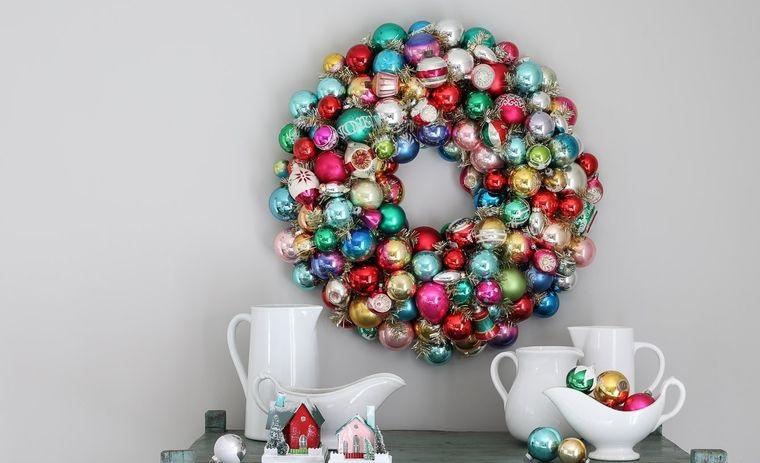 manualidades fáciles corona de bolas navidad