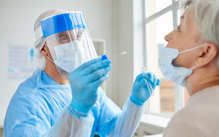 prueba pcr muestra fluidos nariz