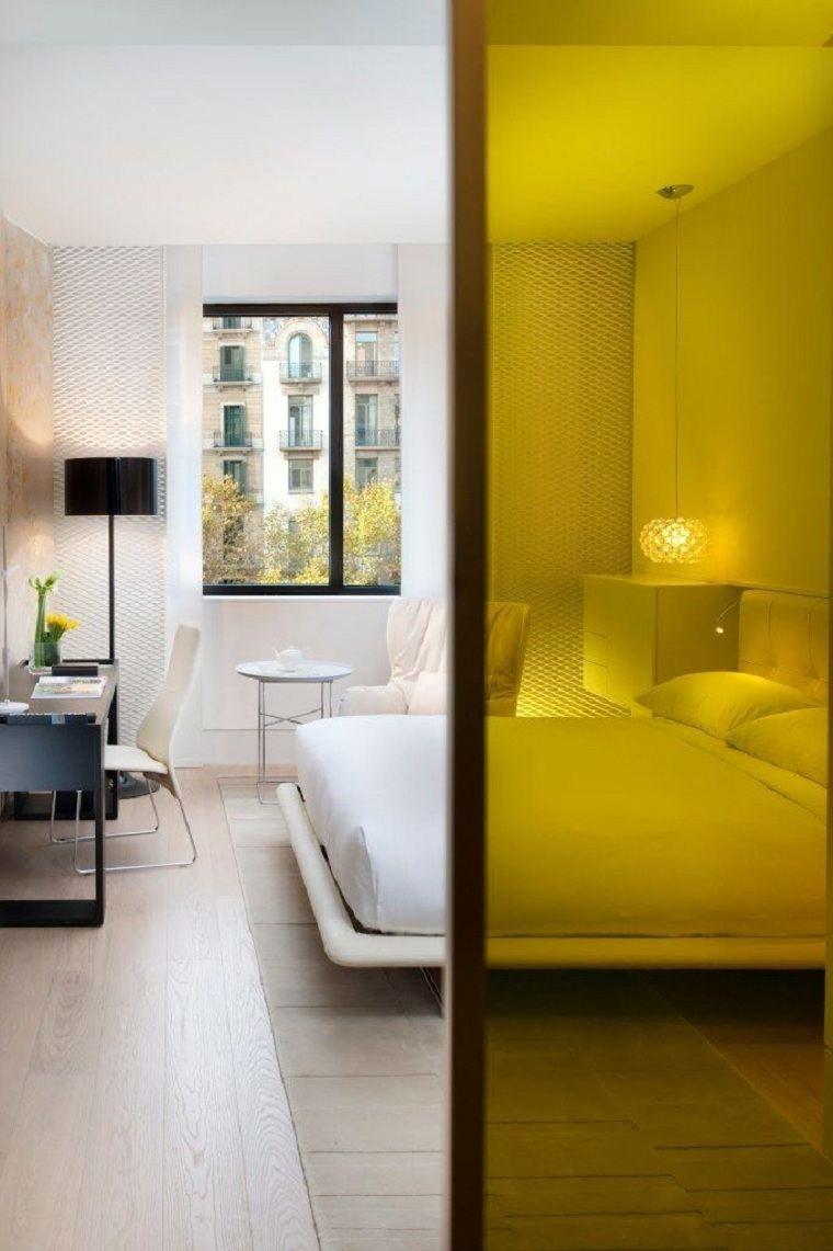 puerta-crital-amarilla-dormitorio-blanco