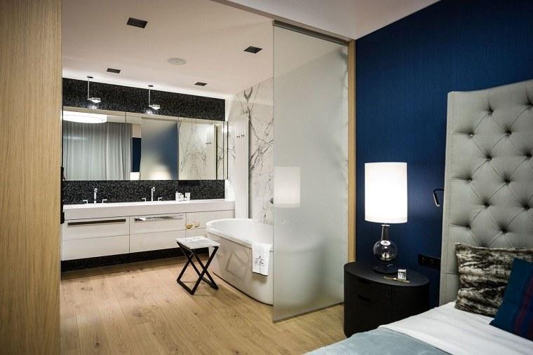 separar-bano-dormitorio-puertas-crital-estilo