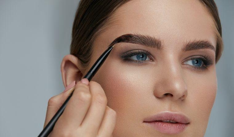tipos de maquillaje cejas pronunciadas