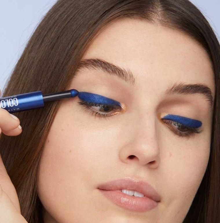tipos de maquillaje delineado en azul