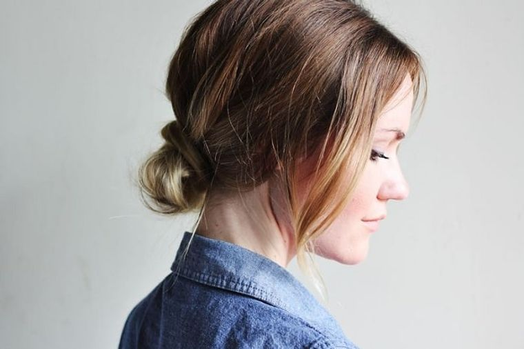 tipos de peinados mujer moño bajo
