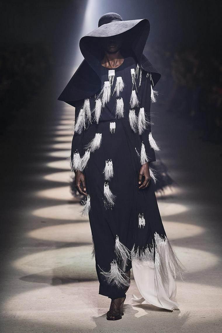 vestidos-fiesta-2020-givenchy-negro