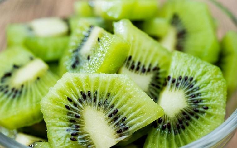 alimentos-color-verde-beneficios-kiwi