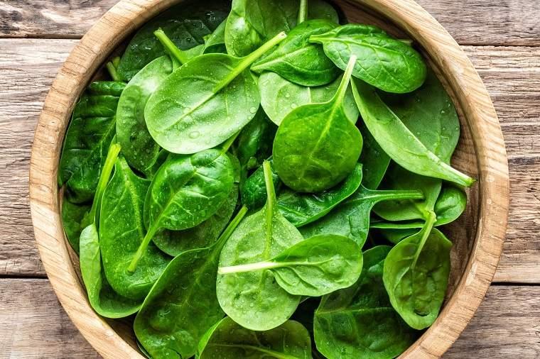 alimentos verdes-beneficios-espinacas