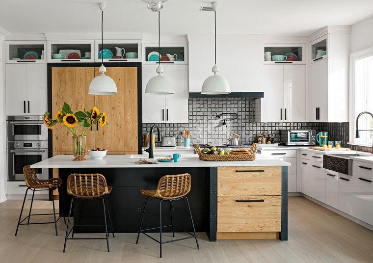 cocinas modernas isla negra con madera
