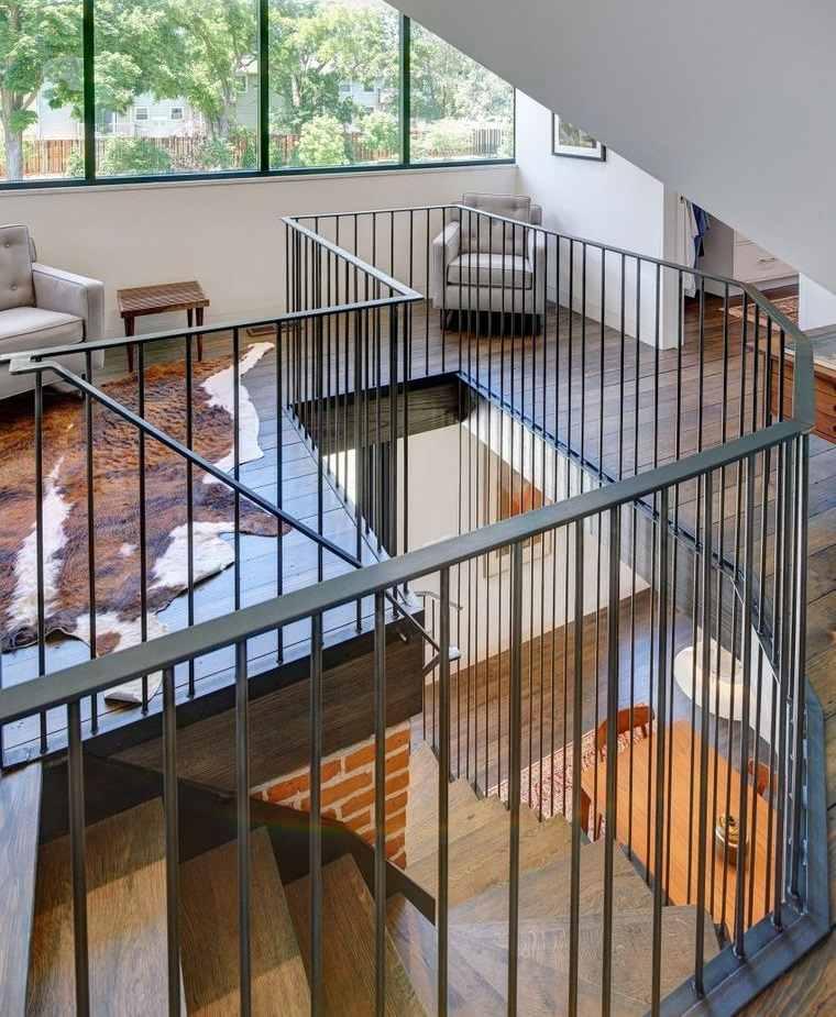 escalera de caracol de metal