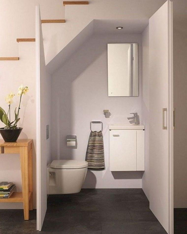optimizar espacio baño debajo escalera