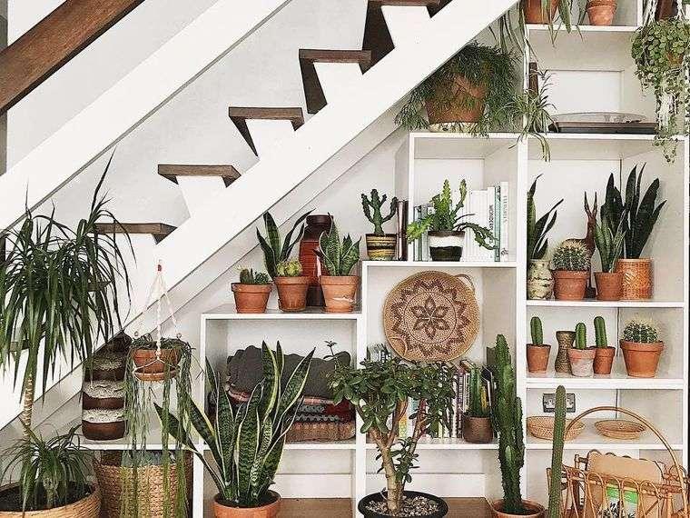 optimizar espacio jardin debajo escaleras