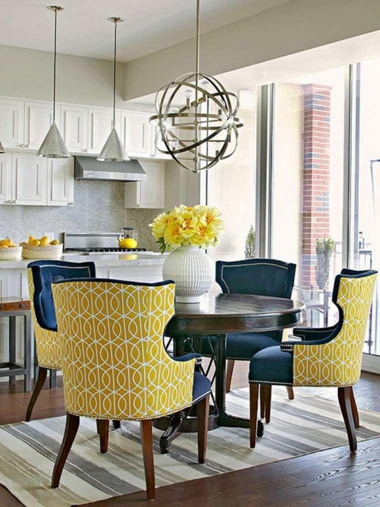 Colores-que-combinan-con-amarillo-comedor-sillas