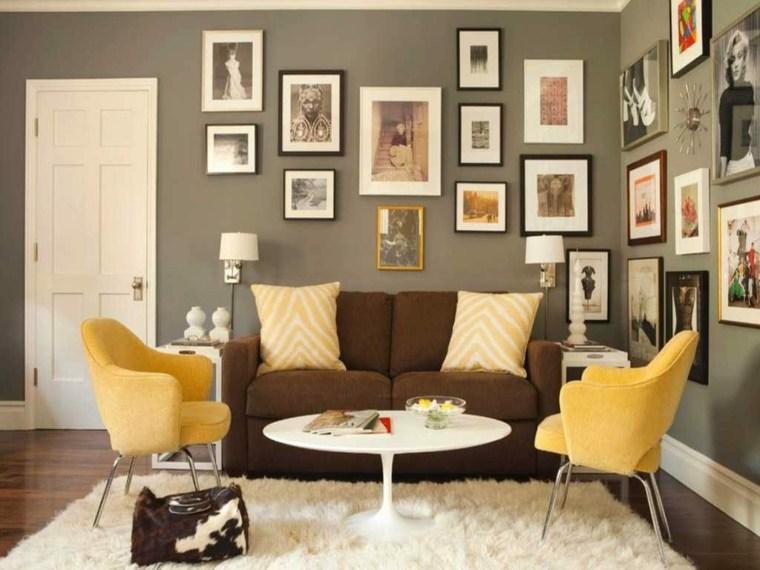 Colores-que-combinan-con-amarillo-pared-gris-cuadros