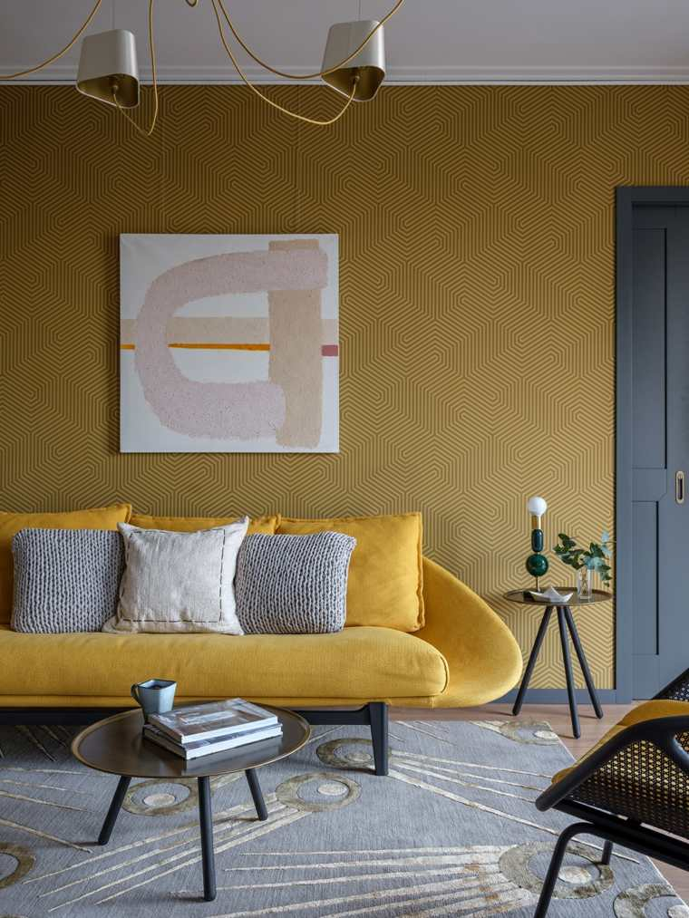 Colores que combinan con amarillo-pared-sofa