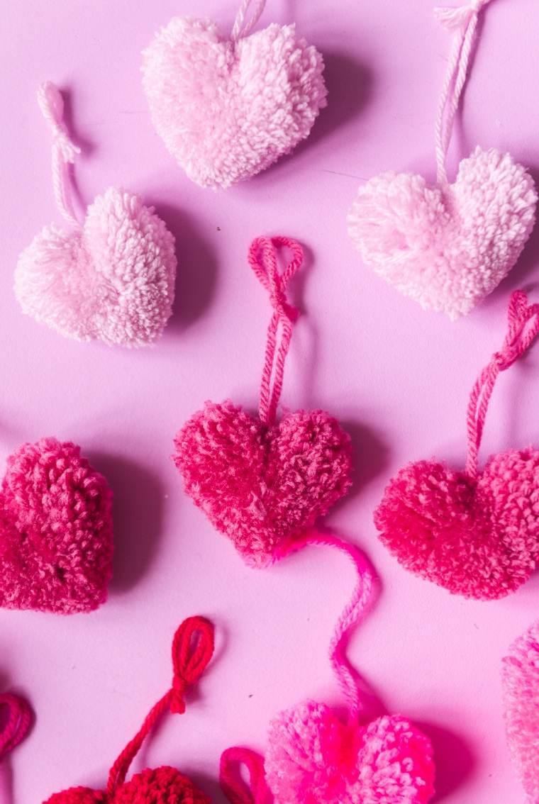 Planes-para-San-Valentin-2021-ideas-corazones-colgar