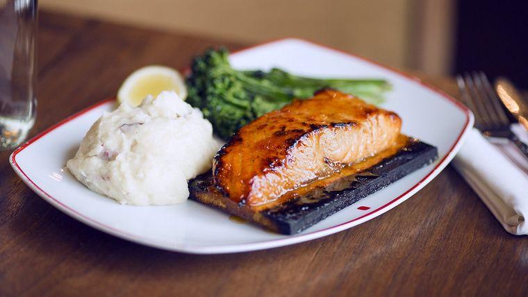 cena san valentín salmon con glaseado