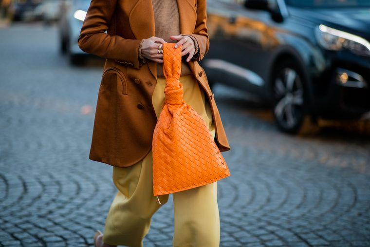 color naranja bolso de mano