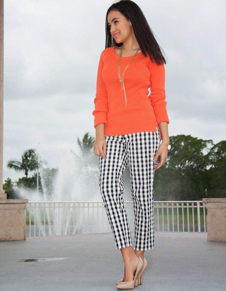 color naranja combinacion pantalon cuadros
