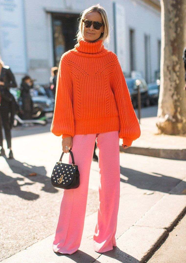 color naranja con pantalon rosa