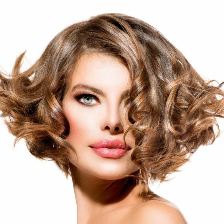 cuidado del cabello corto ondulado