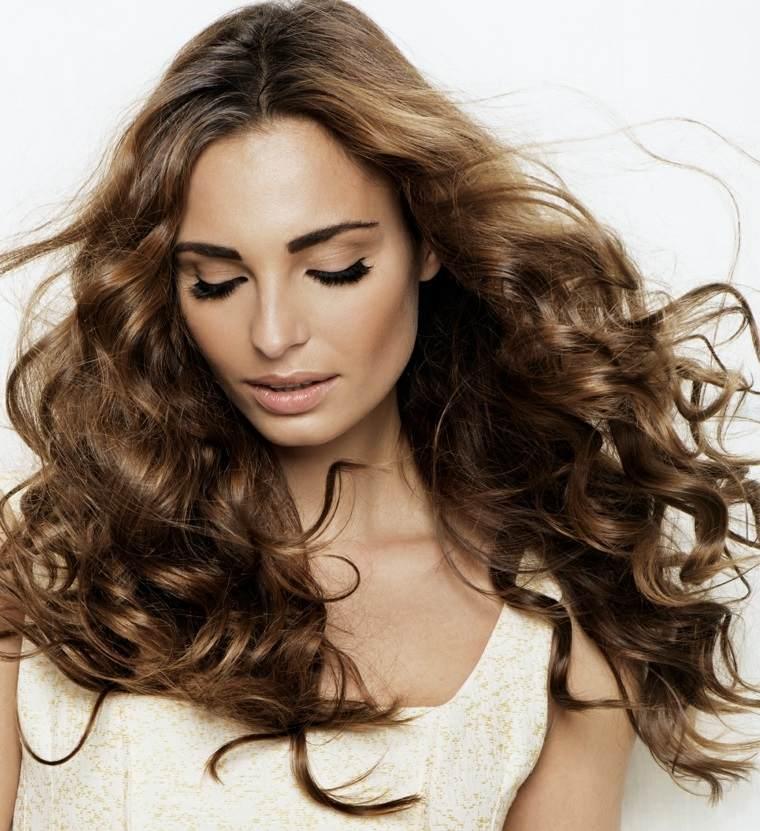 cuidado del cabello largo ondulado