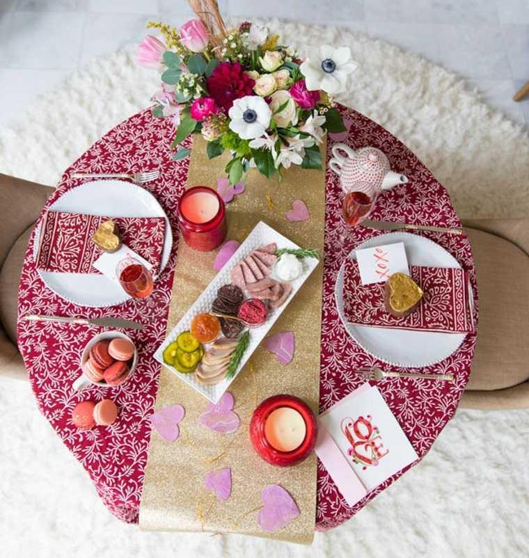 decoración romántica llamativa de mesa