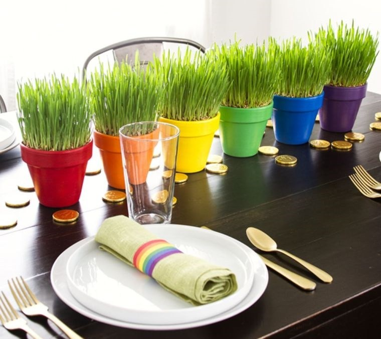 pasto de trigo en macetas colores