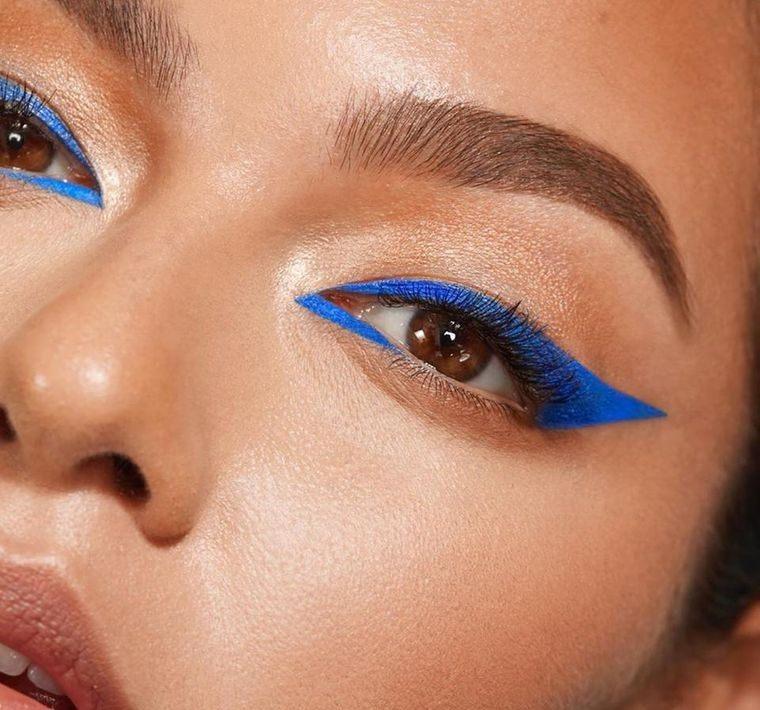 primavera 2021 ojos delineados azul