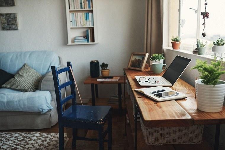 trabajo-casa-cerca-ventana-iluminacion