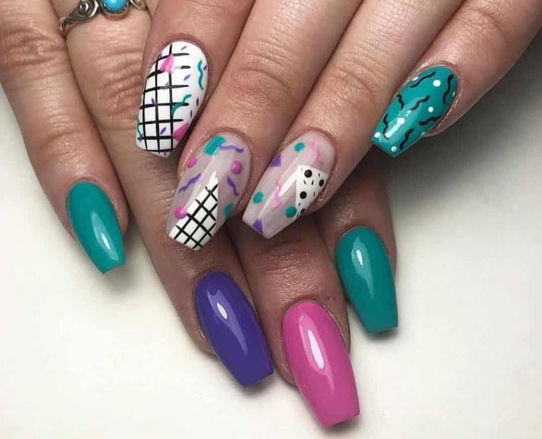 uñas decoradas colores brillantes primavera
