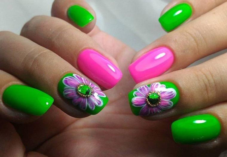 uñas decoradas con hermosos diseños
