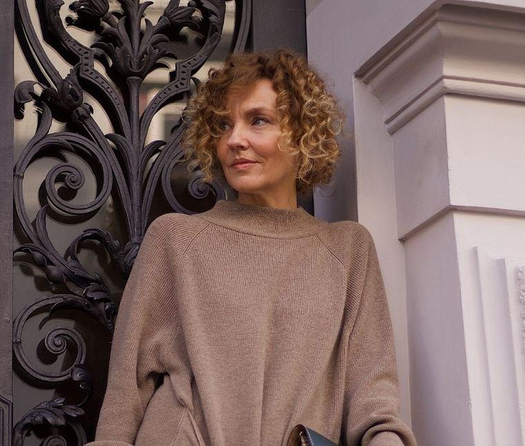 Cortes de pelo para mujeres de 50 años cabello-rizado-ideas