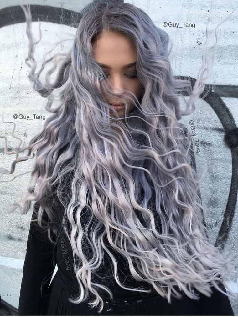 Mechas grises en cabello oscuro-estilo-rosado