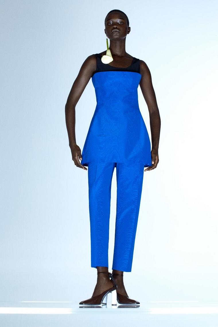 Nina-Ricci-primavera-verano-2021-Paris-traje-azul