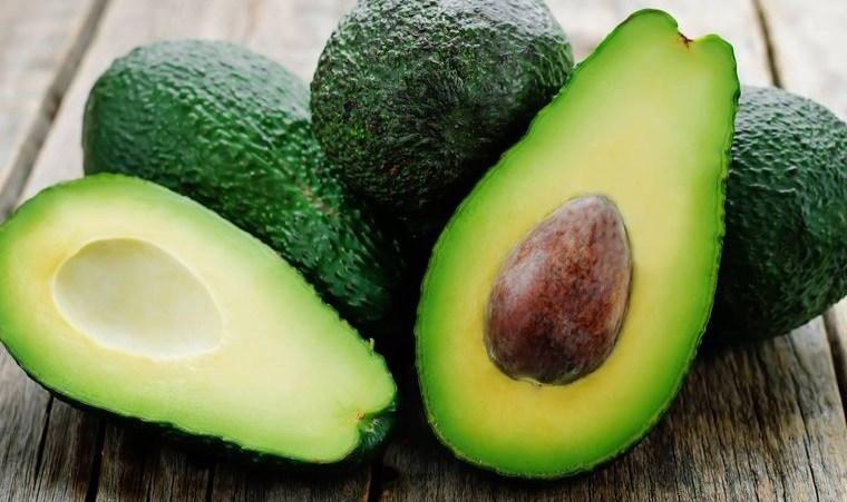 alimentos que limpian el hígado aguacate