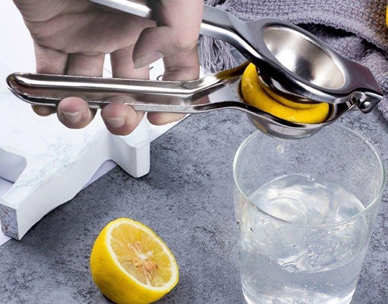 beneficios de beber agua con limon ayunas