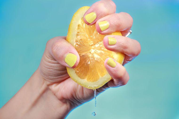 beneficios de beber agua con limon pH