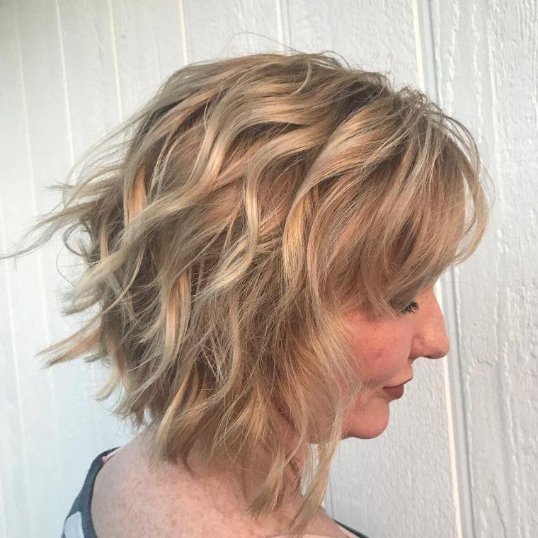 cabello-corto-mujeres-50-anos-estilo-ondulado