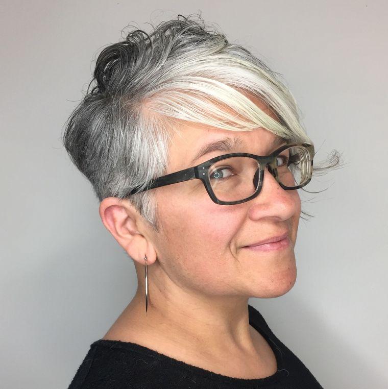 cabello-gris-estilo-mujer-50-anos