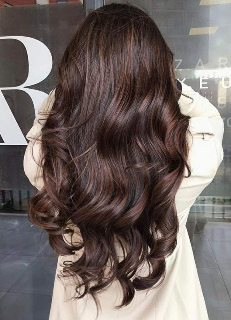 cabello-largo-color-natural-chica