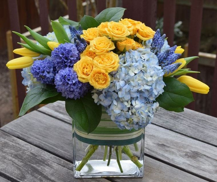 flores de jacinto con otras flores