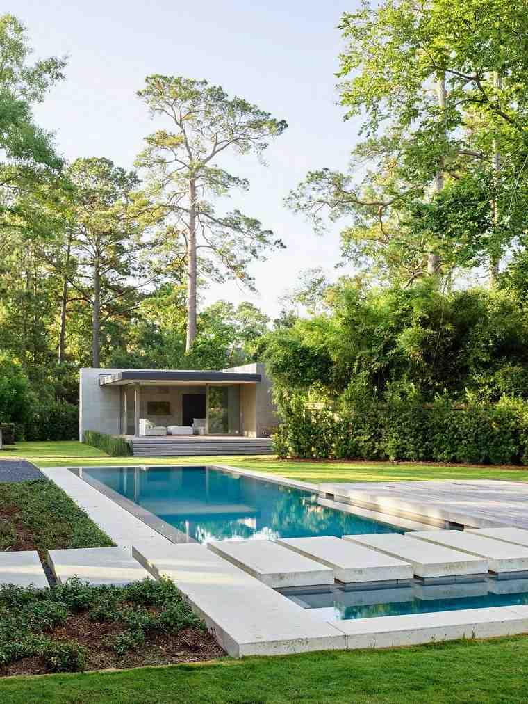 jardin-amplio-piscina-diseno-estilo