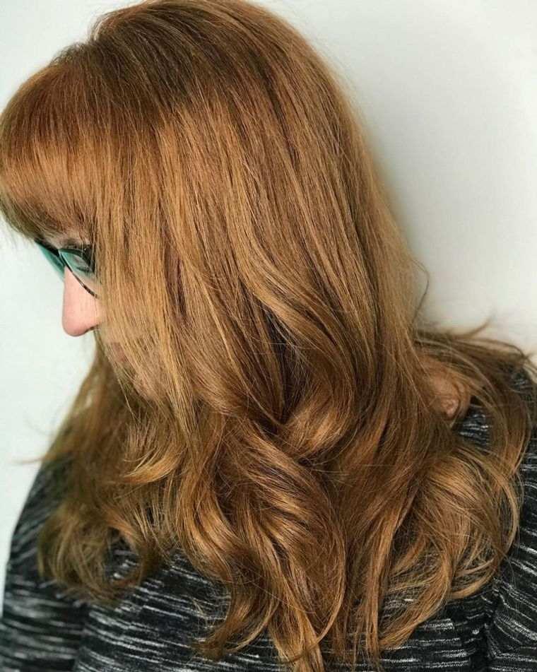 mujeres mayores cabello bronce dorado toques de rojo