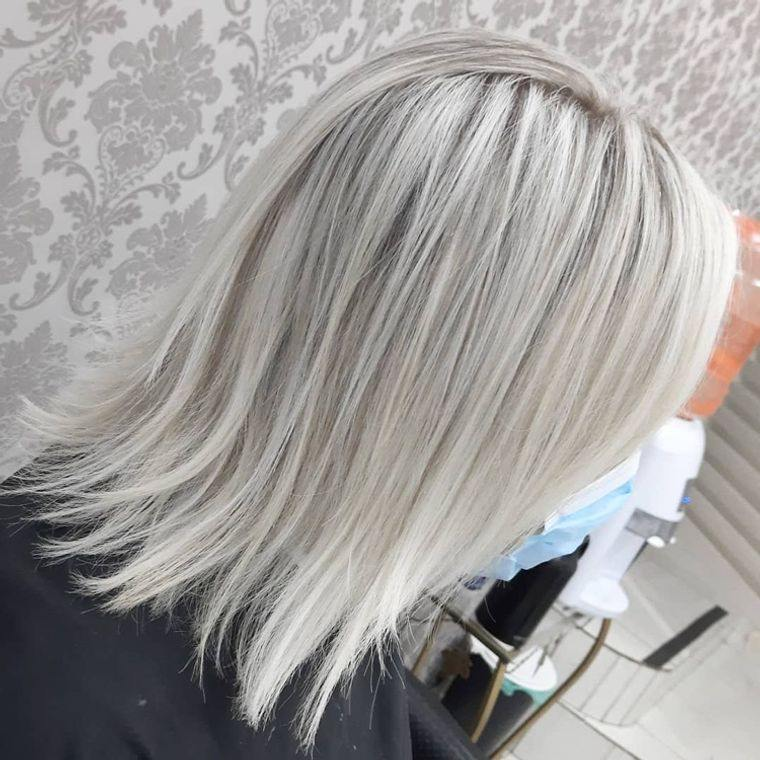 mujeres mayores cabello color plata
