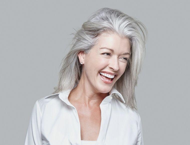 mujeres mayores cabello plata