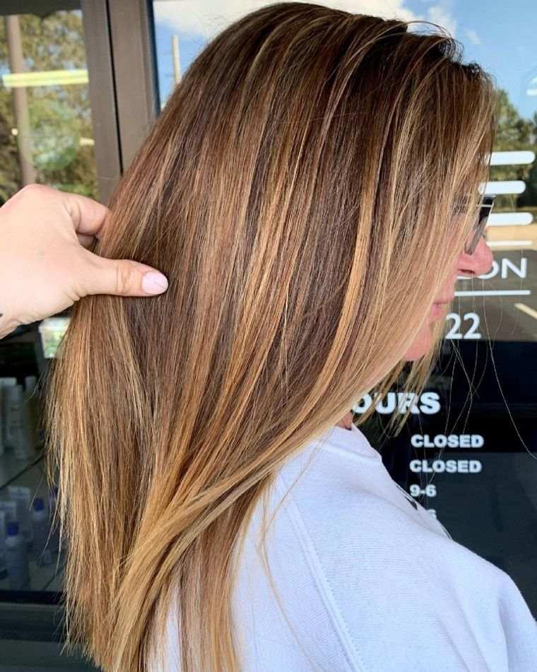 mujeres mayores cabello reflejos rubio miel