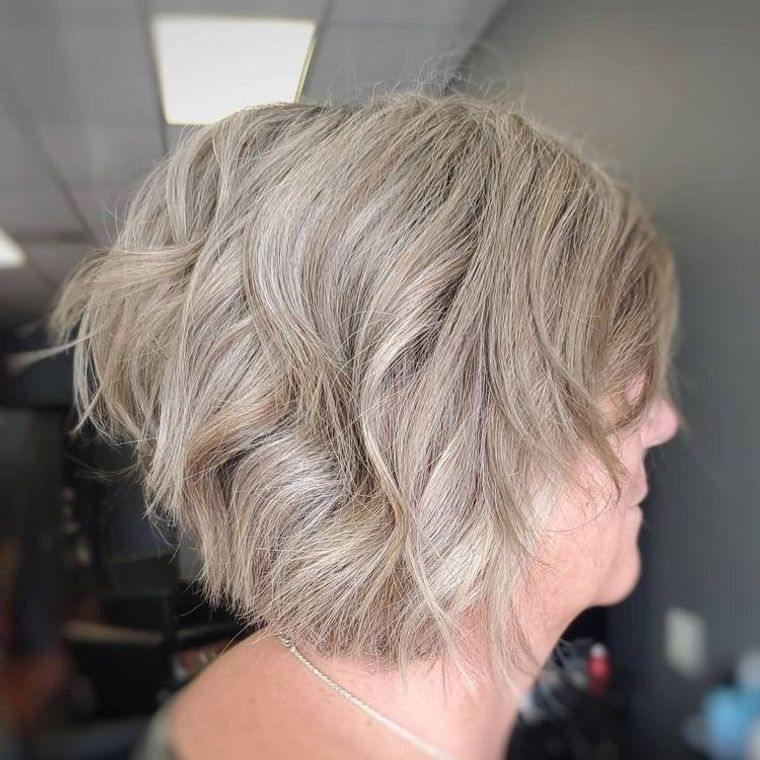 mujeres mayores cabello rubio ceniza