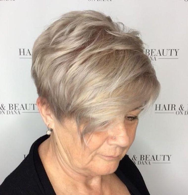 mujeres mayores cabello rubio champan reflejos